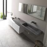 Ambiance très moderne pour un aménagement aux matières très contrastantes. Une salle de bains sur mesure, design et contemporaine.
