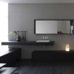 Ambiance zen pour une salle de bains aux allures minimalistes. Ameublement très tendance aux finitions naturelles.