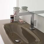 Un verre extra clair pour cette vasque aux reflets de l'eau.