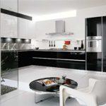 Cette cuisine sur mesure paris s'intègre « tous en douceur » dans l'architecture de la pièce grâce aux lignes du design, à l'élégance des matières, au confort de la composition. L'empreinte du décorateur d'intérieur: L'association et le contraste du blanc et noir, qui rend intemporelle l'architecture et le design de cette cuisine. L'idée de l'architectes interieur paris : un jardin d'intérieur aux parois vitrées et la table basse «comme un point noir» pour une petite pause de contemplation.